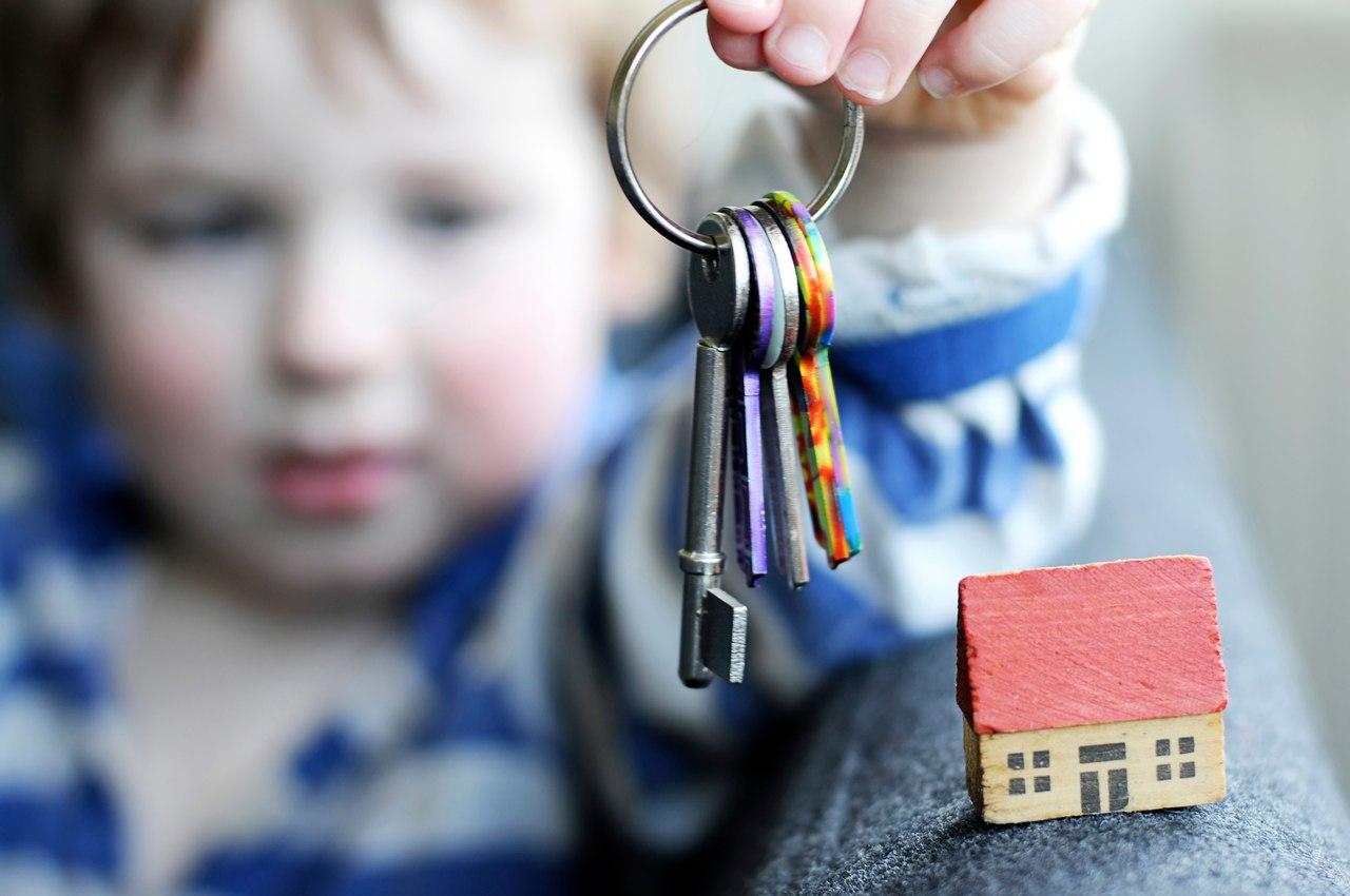 Как продать долю в квартире если прописан несовершеннолетний ребенок