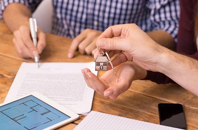Когда и как можно продать квартиру полученную по наследству