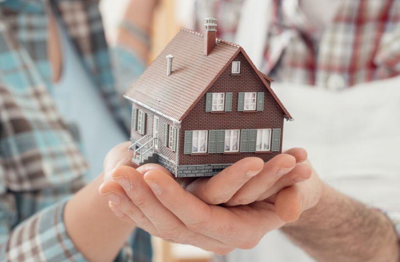 Можно ли подарить квартиру в ипотеке дочери